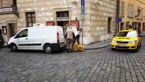 La livraison de pommes de terre au client Photo libre de droits
