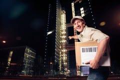 La livraison durant la nuit de colis photographie stock libre de droits