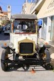 La livraison Van antique à une boutique grecque de gâteau, Grèce Image stock