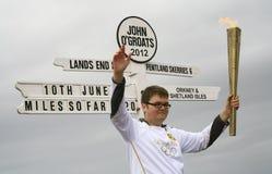La llama olímpica desfiló en Juan O'Groats, Escocia Fotos de archivo libres de regalías