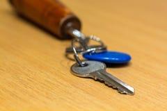 La llave de la oficina, puerta cercana a la llave, protege informa importante fotos de archivo libres de regalías