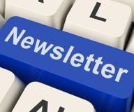 La llave del hoja informativa muestra el hoja informativa o la correspondencia en línea Imágenes de archivo libres de regalías