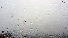 La lluvia cae el fondo Fotos de archivo libres de regalías