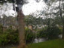 La lluvia cubrió la ventana Imagen de archivo libre de regalías