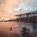 La lluvia sobre la ventana imagen de archivo
