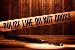 La línea de policía no cruza la cinta de la escena del crimen del asesinato Imagen de archivo libre de regalías