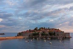 La località di soggiorno di isola di Sveti Stefan, Montenegro Fotografia Stock Libera da Diritti