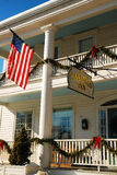 La locanda di Deerfield, decorata per le feste Immagini Stock