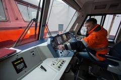 La locomotiva elettrica ad alta velocità moderna EP-2 della cabina del ` s del cruscotto Immagini Stock