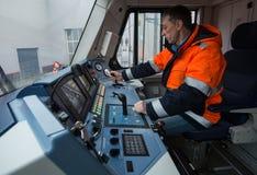 La locomotiva elettrica ad alta velocità moderna EP-2 della cabina del ` s del cruscotto Immagine Stock
