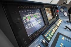 La locomotiva elettrica ad alta velocità moderna EP-2 della cabina del ` s del cruscotto Fotografie Stock