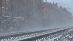 La locomotiva ferroviaria si precipita a massima velocita archivi video