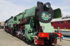 La locomotora de vapor que ha sido dejó hacia fuera en los años 30 de 20 siglos en los museos de las técnicas ferroviarias Foto de archivo
