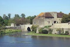 La loge du portier et le pont de Leeds Castle dans Maidstone Images libres de droits