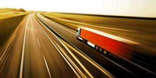 La logística acarrea en el camino Foto de archivo libre de regalías