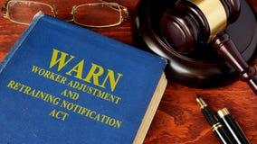La Loi d'avis d'ajustement et de recyclage de travailleur AVERTISSENT Photo libre de droits