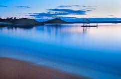 La longue plage de bleu d'expo photographie stock libre de droits