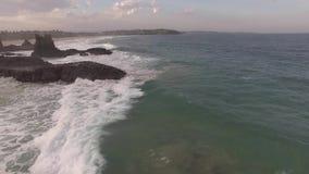 La longueur aérienne cinématographique de la cathédrale bascule, Kiama banque de vidéos