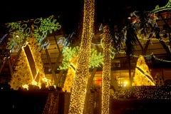 La luce decora bello sulla celebrazione 2017 dell'albero di Natale Fotografia Stock