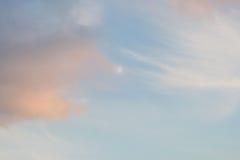 La luce del tramonto della luna piena si appanna il cloudscape molle Fotografie Stock Libere da Diritti