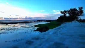 La luce dello specchio d'acqua della riflessione del cielo di sera era bella Fotografie Stock