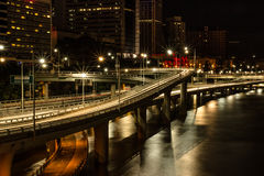 La luce trascina la riva del fiume Fotografie Stock