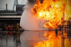 La lucha contra el fuego de la formación anual de los empleados Foto de archivo