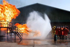 La lucha contra el fuego de la formación anual de los empleados Foto de archivo libre de regalías