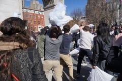 La lucha de almohada de 2015 NYC 210 Foto de archivo libre de regalías