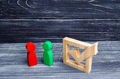 La lucha para la presidencia candidatos a elecciones proceso democrático raza política referéndum Voluntarios, partidos, Ca imagen de archivo