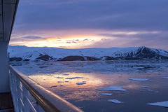 La lueur arctique se reflétant dans des baleiniers aboient, île de duperie, Antarct Images libres de droits