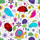 La lumaca disegnata a mano, l'uccello, l'insetto, la coccinella, i fiori, foglie scarabocchia Reticolo senza giunte Stampa per pr illustrazione vettoriale