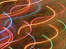 La lumière abstraite traîne des couleurs d'arc-en-ciel image stock