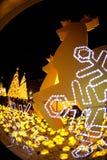 La lumière décorent beau sur la célébration 2017 d'arbre de Noël Photo stock