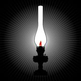 La lumière d'une lampe de kérosène Photographie stock libre de droits