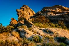 La lumière de soirée sur des roches chez Vasquez bascule le parc du comté, dans l'Agua Dul Images stock