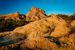 La lumière de soirée sur des roches chez Vasquez bascule le parc du comté, dans l'Agua Dul Photographie stock