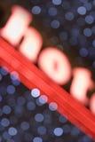La lumière marque avec des lettres le mot CHAUD d'épellation Image libre de droits