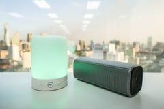 La lumière portative de haut-parleur de musique avec le bluetooth sans fil parlent Image libre de droits
