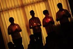La lumière thaïlandaise d'animisme la bougie Photographie stock libre de droits