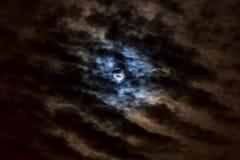 La luna abajo Luna creciente agradable con el paso de las nubes Alta definición, Imagenes de archivo