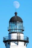 La luna cuelga sobre el top del faro del punto de Montauk, Long Island, Nueva York Imagen de archivo