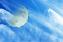 La luna e le nubi nello sky1 Fotografie Stock