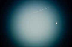La luna ed il jet nella lente Fotografia Stock Libera da Diritti