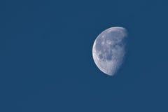 La luna en una fase gibosa de disminución Fotos de archivo libres de regalías