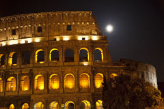 La luna grande de Colosseum detalla Roma Italia Imágenes de archivo libres de regalías