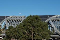 La luna piena ed il nuovo ponte Fotografie Stock Libere da Diritti