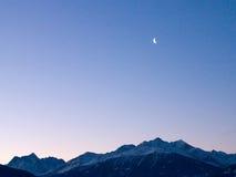 La luna sopra le montagne Fotografia Stock Libera da Diritti