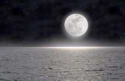La luna sul mare Fotografie Stock