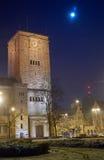 La lune au-dessus de la tour impériale de château Photos libres de droits